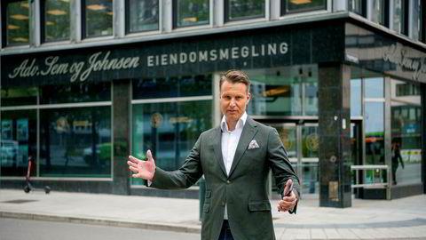 Christoffer Askjer, partner og eiendomsmegler i Sem og Johnsen Eiendomsmegling, forventer et markant fall i etterspørselen etter dyre boliger i andre og tredje kvartal.
