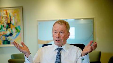 Mange av pilene har pekt feil vei for Jens Ulltveit-Moe de siste par årene. Nå selger familiekonsernet seg ut av et konsulentselskap der de har vært største eier i en årrekke.