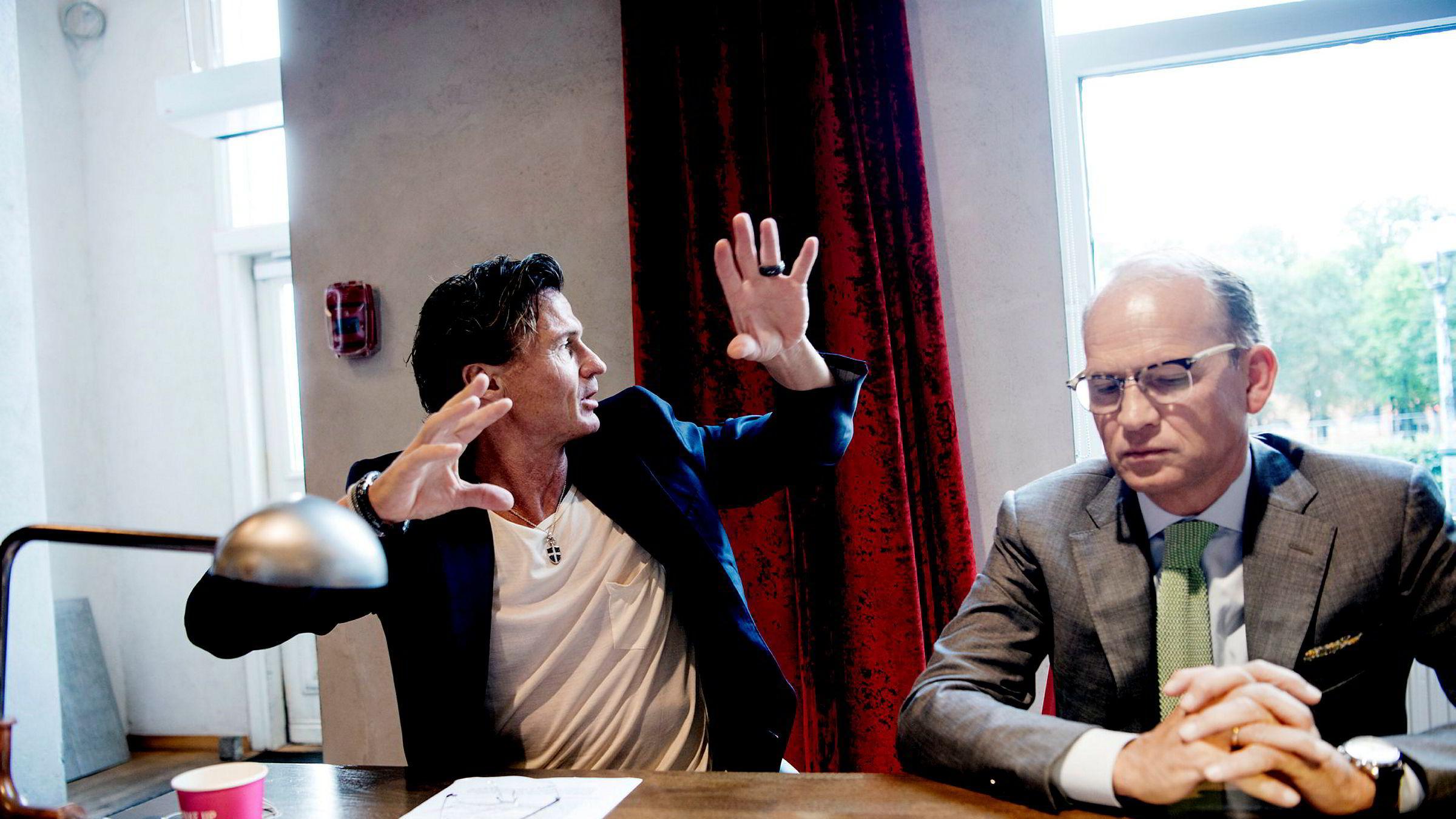 Nordic Choice-sjef Torgeir Silseth (til høyre) reagerer kraftig på avkortingen i kontantstøtte på nær 50 millioner kroner for hotellkjeden. Her sammen med Petter Stordalen. Bildet er tatt ved en tidligere anledning.