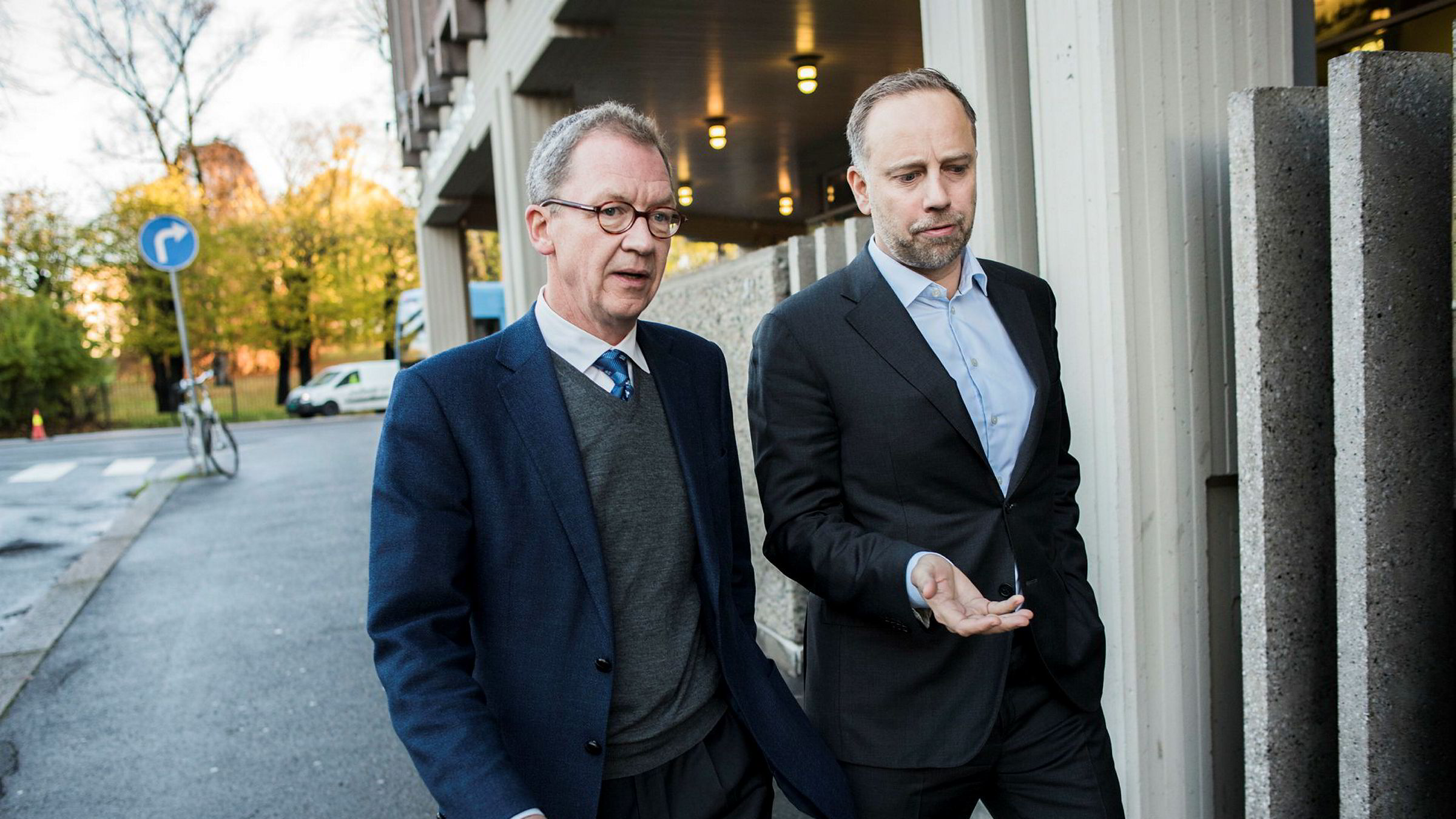 Finans Norge-sjef Idar Kreutzer (til venstre) og sjef i Eiendom Norge Christian Dreyer påpeker at småleiligheter i Oslo fungerer som en ledende indikator for hele boligmarkedet.