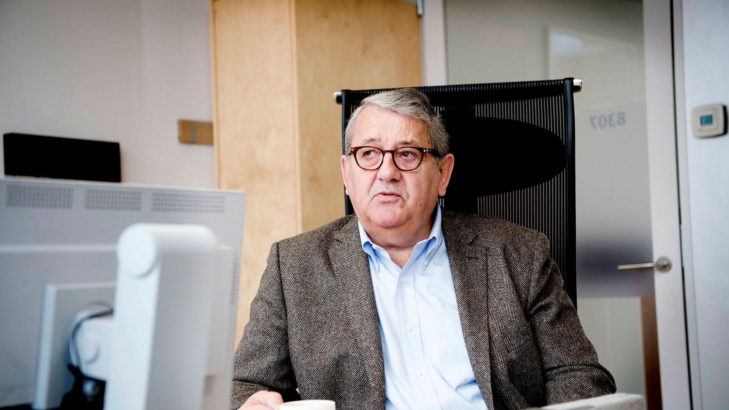 Arbeidsforholdet mellom riksrevisor Per-Kristian Foss og hans nærmeste medarbeider skal endres.