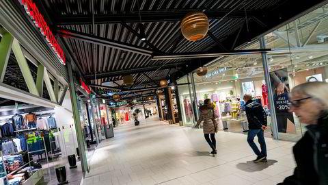 Varners kleskjeder har ligget på rekke og rad i norske kjøpesentre, men blir nå kraftig utfordret fra nye netthandelsplattformer som Zalando. Her Dressmann og den nå nedlagte Days Like This på Sørlandssenteret i Kristiansand.