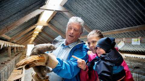 Pelsdyroppdretter Per Arild Vådeland driver en av landets største minkfarmer på Klepp i Rogaland. Han anslår at han vil tape millioner på regjeringens kompensasjonsordning, og håper Frp holder det de lover.