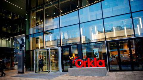 Den norske dagligvaregiganten Orkla får hard medfart av Sveriges største arbeidsgiverorganisasjon etter å ha forlenget sine betalingsfrister. Avbildet er Orklas hovedkontor i Oslo.