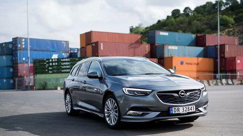 En lavere, mer dynamisk grill bidrar til et mer moderne og sprekt ansikt på den nye Opel Insignia.