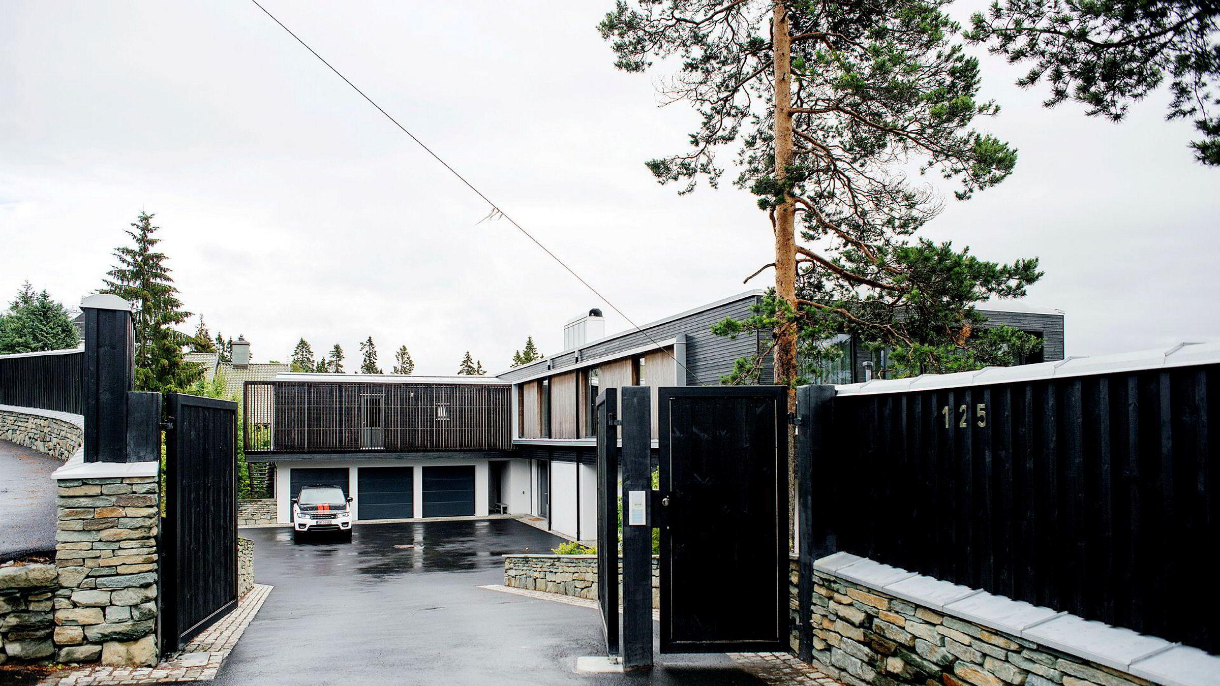 Etter et halvt år på markedet ble giganteiendommen til milliardærarving Louise Mohn i Holmenkollveien i Oslo kjøpt av konsernsjef Geir Drangsland (57) i Byggma for 95 millioner kroner i fjor. Det er fem millioner kroner mindre enn det hun selv oppga som minstepris for at hun skulle selge.