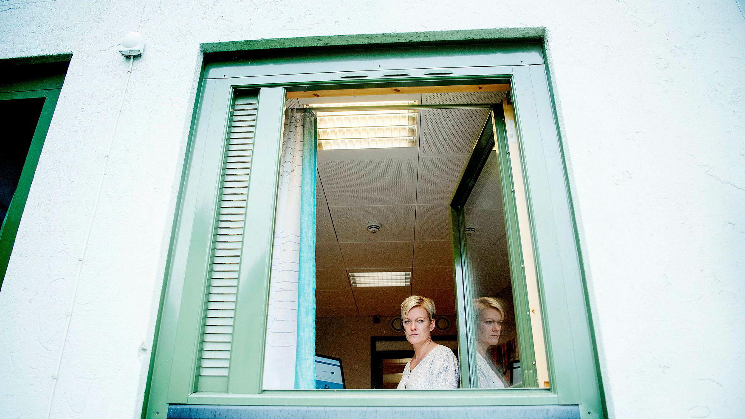 Elisabeth Waage er daglig leder i Hjelpelinjen. Et økende antall av innringerne som har problemer med nettkasinospill tar nå opp spillene Norsk Tipping tilbyr, viser Lotteritilsynets statistikk. Foto: