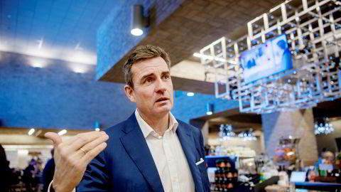 Konserndirektør Harald Serck-Hanssen i DNB pleier kontakt med toppsjefene i næringslivet, og har merket økende optimisme i takt med høyere oljepris. Tirsdag inviterer DNB til industrikonferanse i Oslo.