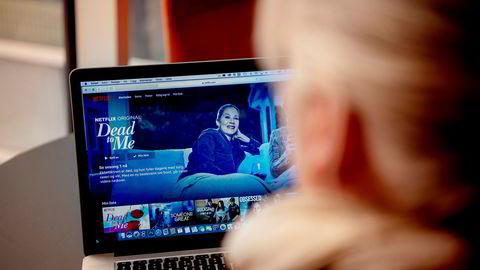 I USA har de såkalte FAANG-selskapene (Facebook, Amazon, Apple, Netflix og Google), her representert ved Netflix, tredoblet sin reklameinnsats på tv de seneste fem årene, skriver artikkelforfatteren.