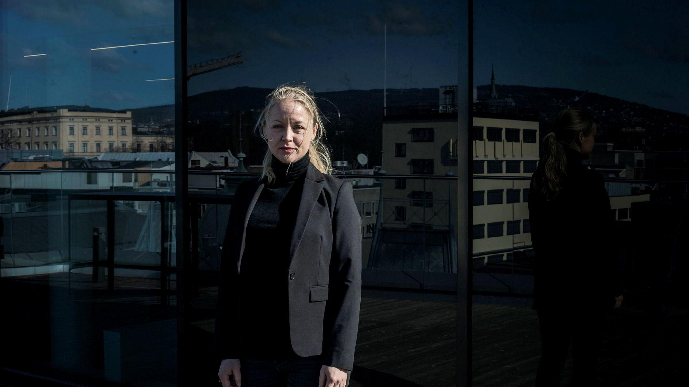 Advokat Hedvig Bugge Reiersen i Wikborg Rein gir råd til selskaper som er i utbytteskvis – om de skal droppe utbytte eller kjøre på mens koronaviruset stanser Norge og inntektene.