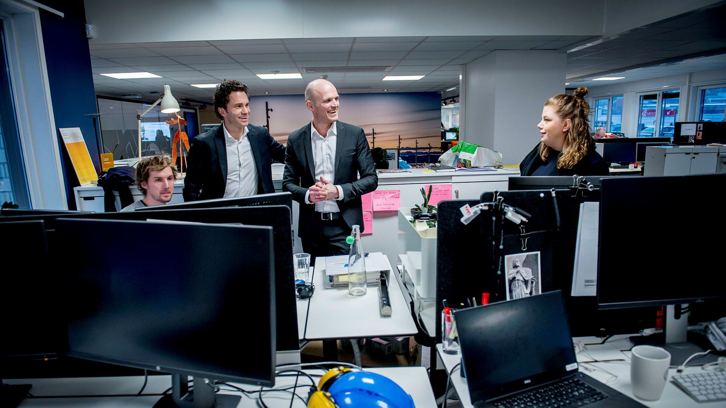 – Norge er selskapets viktigste land utenom Sverige, sier ÅF-sjef Jonas Gustavsson (nummer to fra venstre). Her besøker han ingeniør Andreas Ramdahl (til venstre), norgessjef Rune Hardersen og ingeniør Stine Kaalstad på selskapets norske hovedkontor i Oslo.
