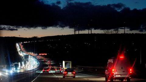 Ni millioner dieselbiler ruller på tyske veier, de aller fleste med for dårlige rensing av utslipp, ifølge Deutsche Umwelthilfe, som har igangsatt ti søksmål i Tyskland.