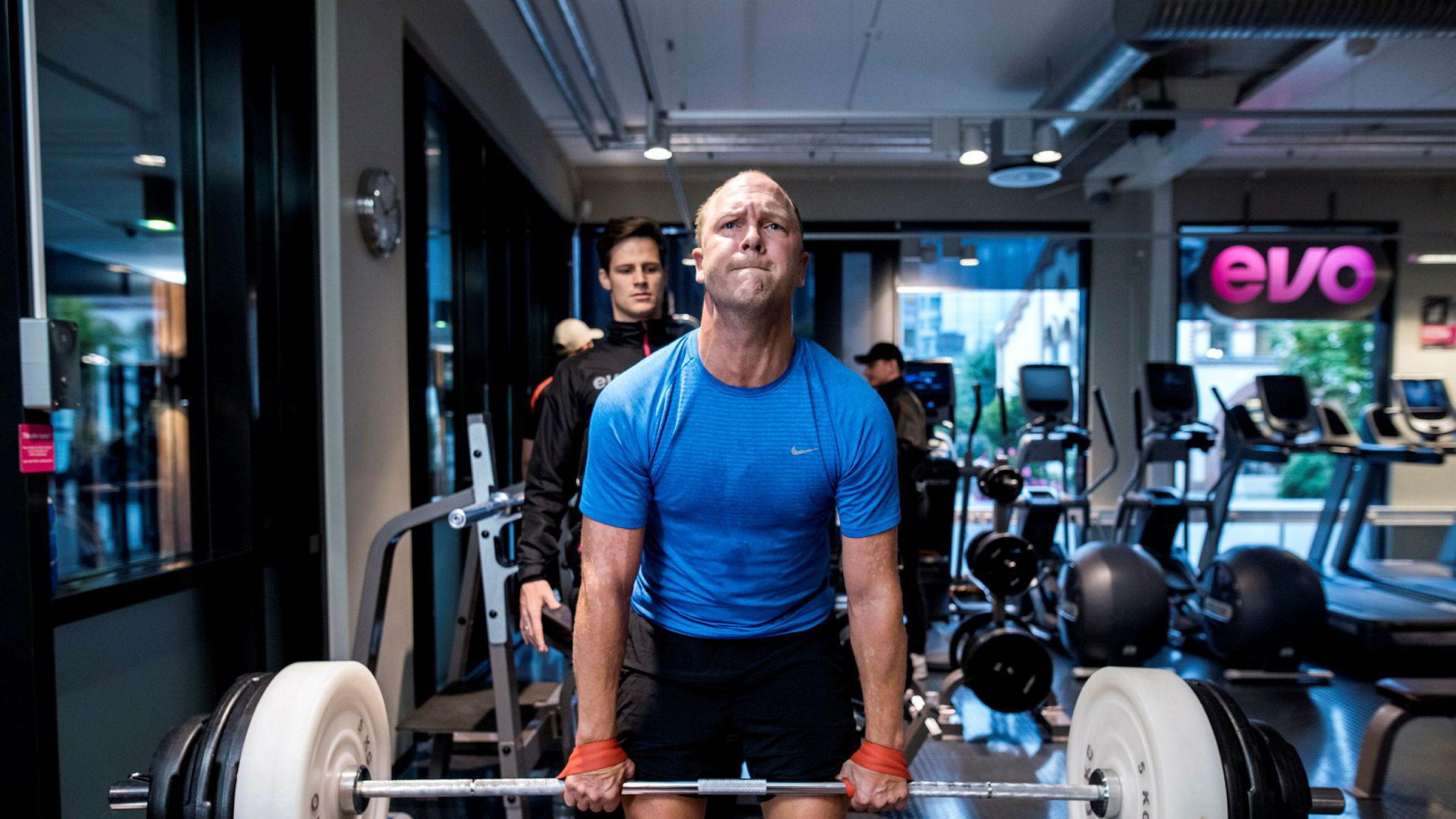 Eiendomsmegler Fredrik Dyve i Privatmegleren viser også i år hvem som er kongen av meglerinntekter her i landet. Dyve holder seg i form med trening før jobb, her fra en tidligere morgenøkt på Skøyen.