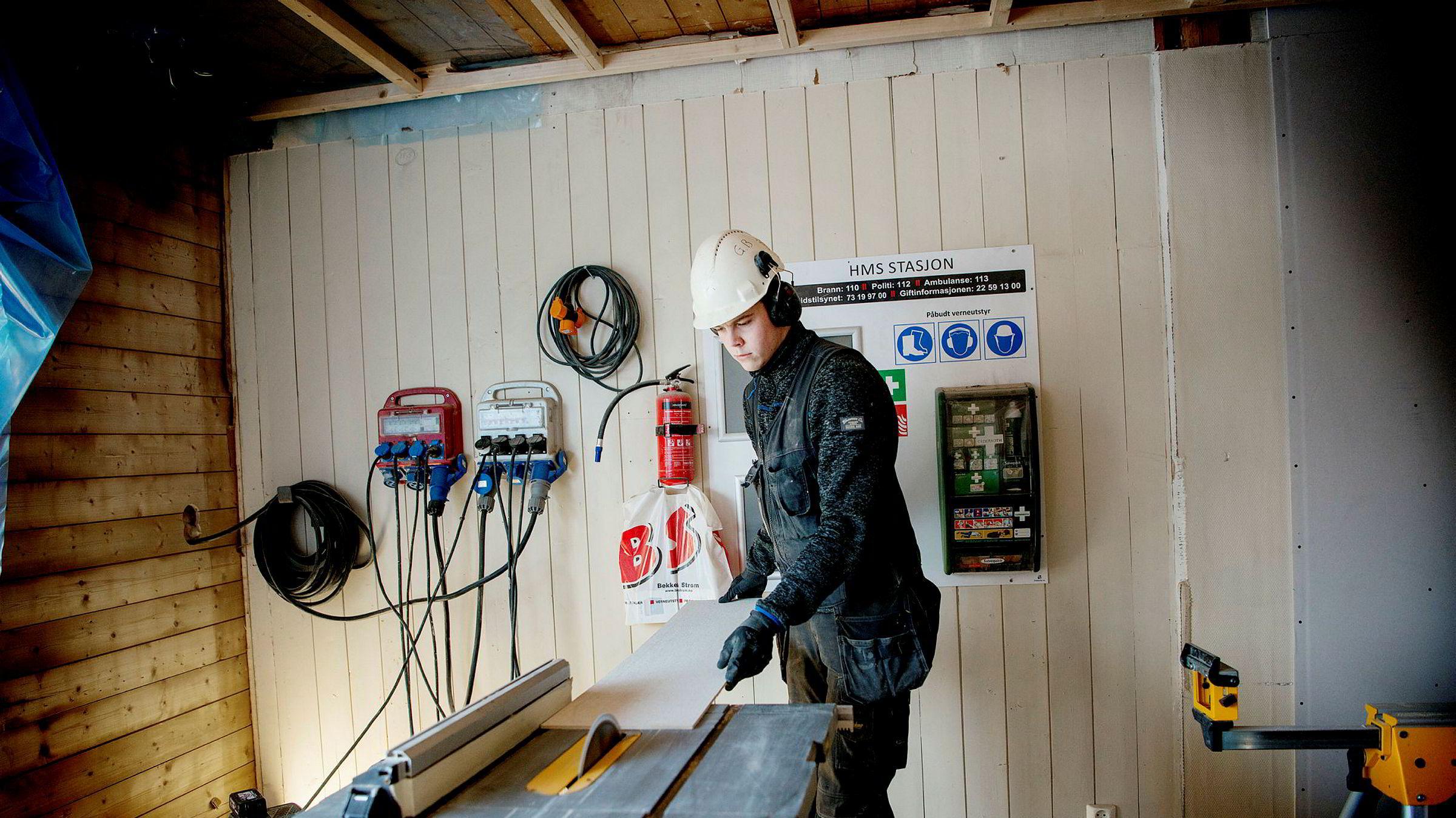 – Jeg har vært med på hele prosjektet, sier tømrerlærling Odd Olav Olsbakk i Beto Bygg om rehabiliteringen av rekkehusleiligheten på Løren i Oslo.
