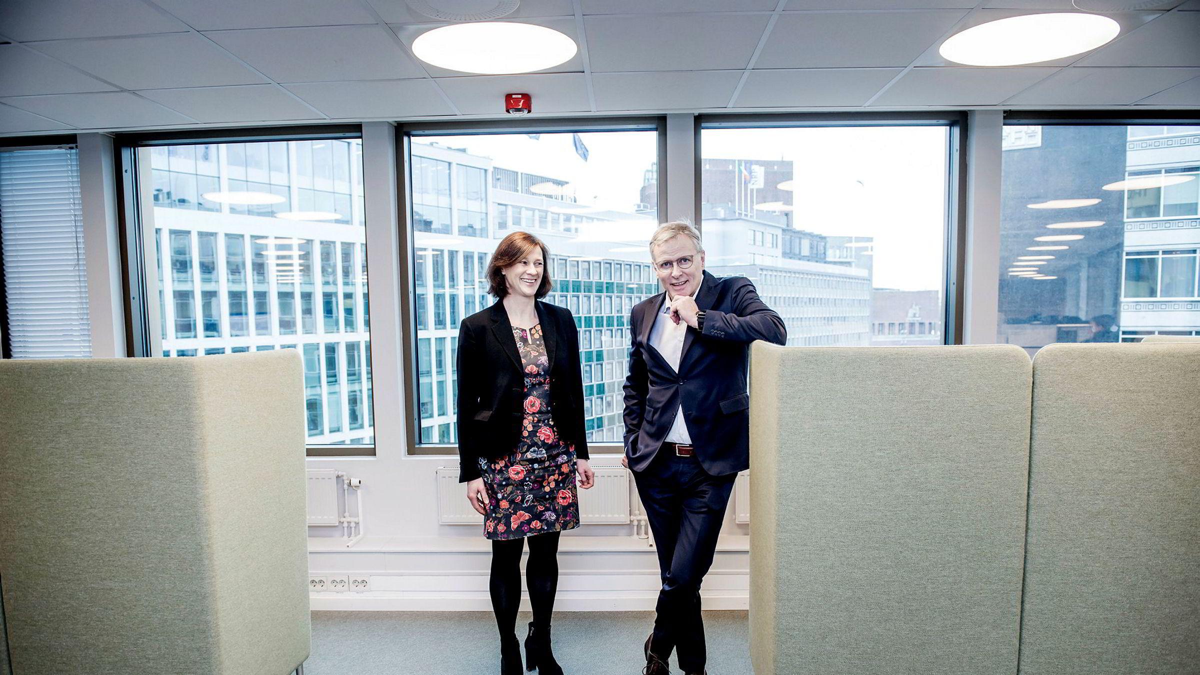 Administrerende direktør Per Høiby og styreleder Kari Holm Hejna i First House kjøper opp konsulentselskap.