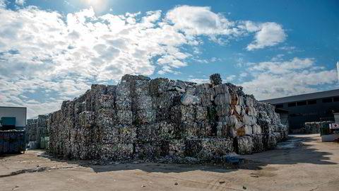 Avsløringer av europeisk plast på avveier og norsk plast som brennes, svekker forbrukernes motivasjon til å bidra med kildesortering. Her fra resirkuleringsfabrikken Burkasan ved Kestel utenfor Bursa i Tyrkia.