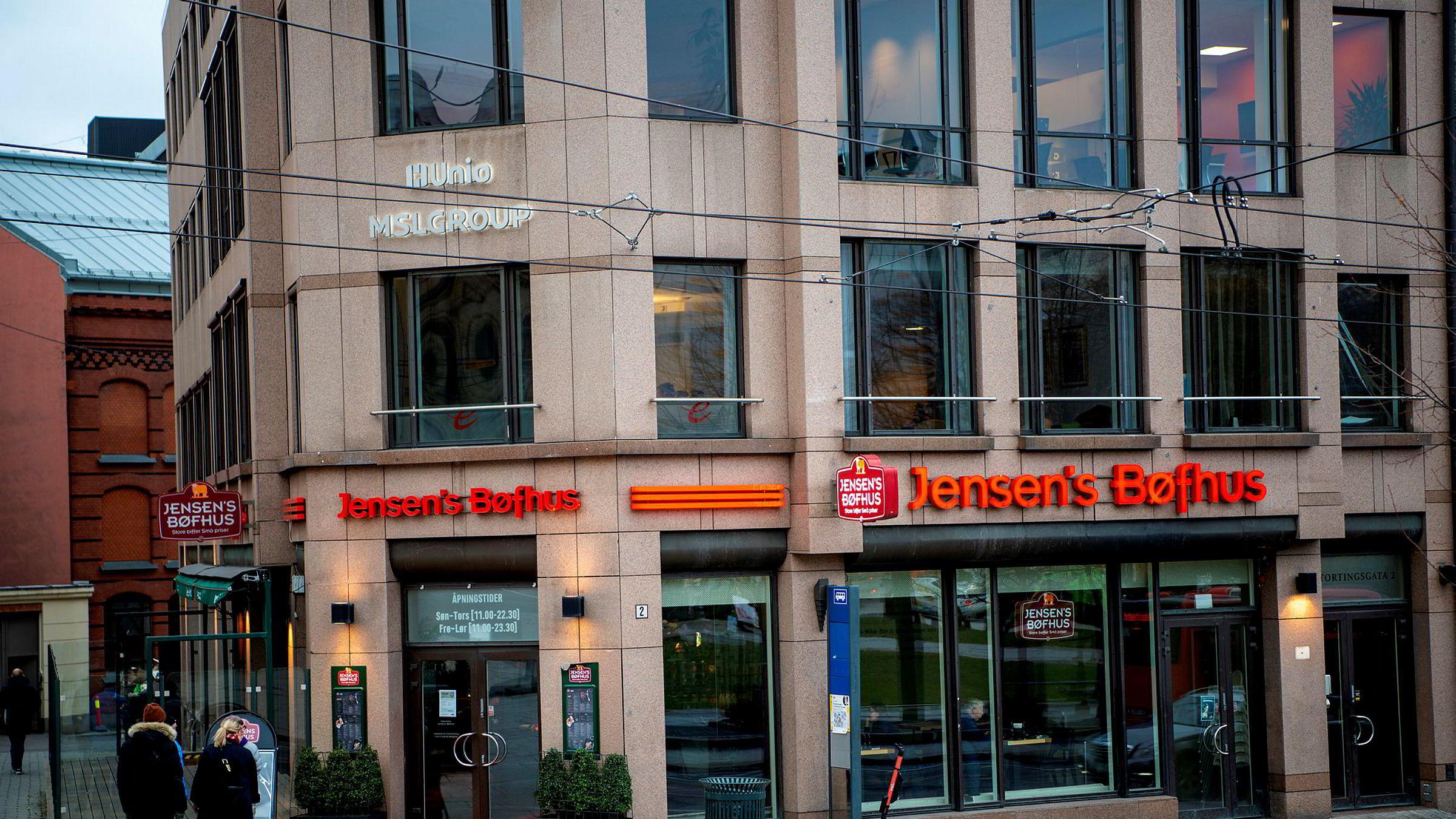 Det norske selskapet som drev Jensen's Bøfhus, er konkurs. Nå overtar danskene selv restauranten i Stortingsgata i Oslo.