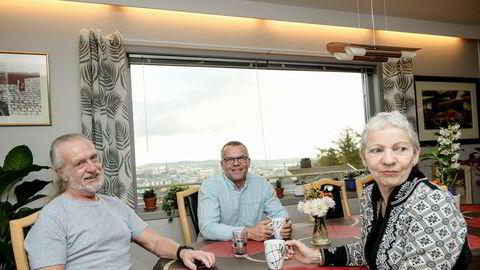 Gründerne av gasellevinner Edigard i Vest-Agder har tatt ut vel 40 millioner og er allerede i gang med et nytt prosjekt fra hjemmet på Dueknipen i Kristiansand. Også det prosjektet skal selges. Fra venstre Jørn Heimstad, Rune Heimstad og Wenche Waal.
