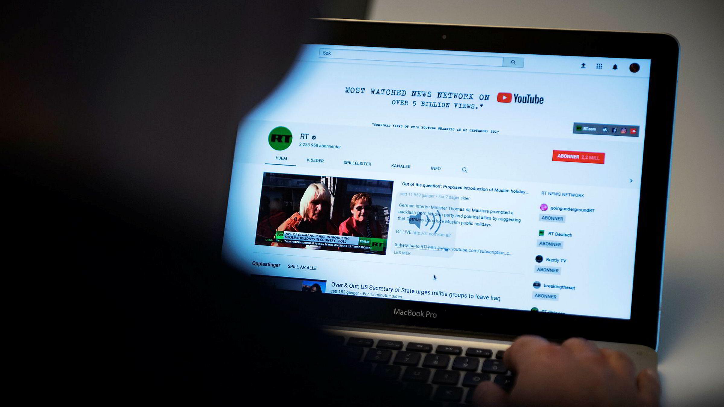 Russia Today begynte satsingen på Youtube i 2007, og har i dag hyret inn såkalte «Youtubere» eller Youtube-stjerner, fra hele verden til sin kanal.