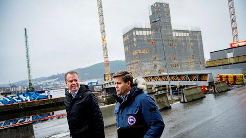 Konsernsjef Terje Bøe i Bomek (til venstre) og Per Ove Paulsen, daglig leder i datterselskapet Mil Sec, så mot land da oljekrisen rammet. For tre år siden sikret de seg jobben med å levere sikkerhetsdører til Munchmuseet. Foto: Fartein Rudjord