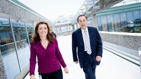 NHO-sjef Kristin Skogen Lund viste frem et snødekt Oslo til Zhu Hongren, leder for China Enterprise Confederation (CEC). Den kinesiske arbeidsgiverorganisasjonen har 500.000 medlemsbedrifter, og håper på en rask frihandelsavtale med Norge. Foto: Klaudia Lech