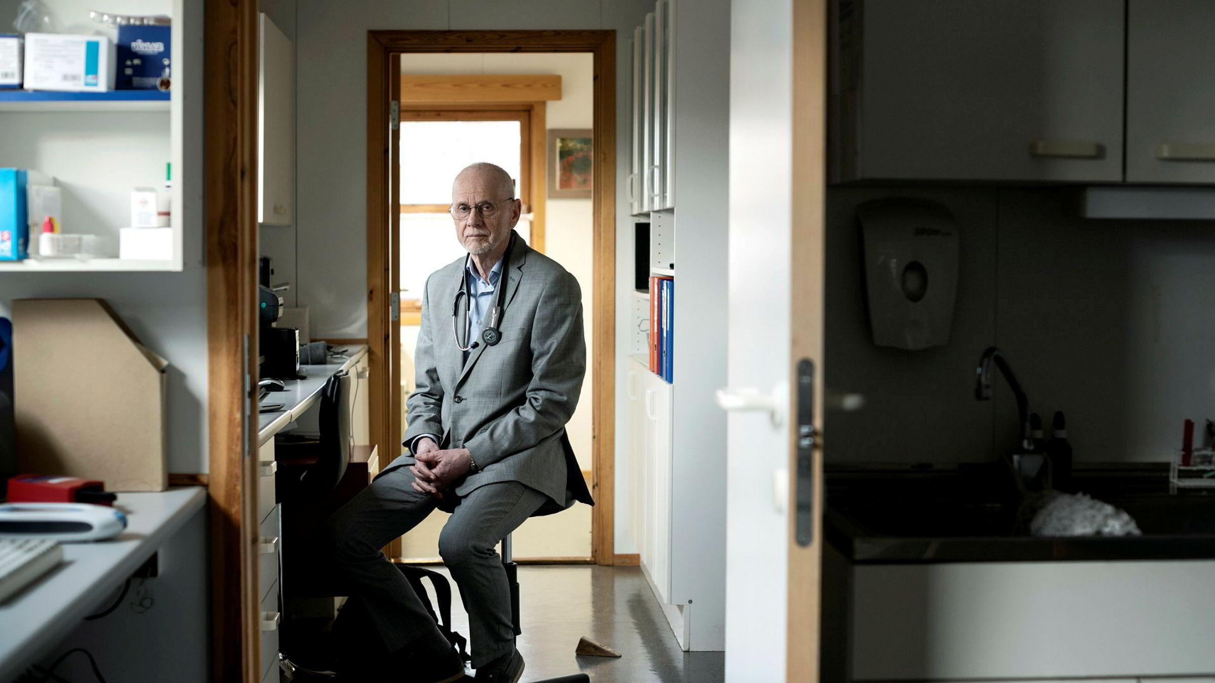 Pensjonert lege og eier av Fornebu legesenter, Peter Dvergsdal, har i flere år behandlet pasienter med luftveisinfeksjoner med preparatet som brukes mot koronavirus i Japan.