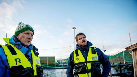 Styreleder Brynjar Forbergskog (til venstre) og daglig leder Trond-Otto Johnsen i Akvafuture i Hamnsundet i skjærgården på Helgelandskysten.