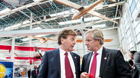 Nyheten om at British Airways-eier AIG vurderer å legge inn et bud på Norwegian sendte aksjekursen opp 47 prosent på Oslo Børs torsdag. Verdien av aksjene som Norwegian-sjef Bjørn Kjos (til høyre) og styreleder Bjørn Kise eier økte i løpet av dagen med én milliard kroner.