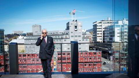 Styreforman i DNO Bijan Mossavar-Rahmani på taket til DNOs kontorer