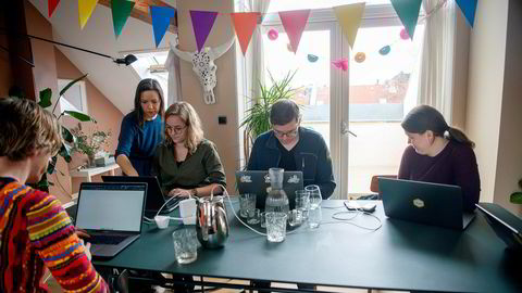 Confrere tilbyr sikker videokommunikasjon mellom lege og pasient, en av mange tjenester som gjør det lettere for oss å få samfunnet til å fungere fra hjemmekontoret. Fra venstre Paul Verbeek-Mast, Ida Aalen, Marie Røthing Herlyck, Dag-Inge Aas, Ingvild Inderbø.