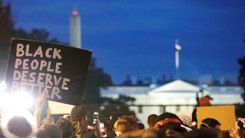 Fra demonstrasjonene ved Det hvite hus tirsdag. Foto: Alex Brandon / AP / NTB scanpix