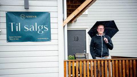 Jon Nybakke har satt ned prisen på eneboligen på Rykkinn. En ny analyse av boligannonsene på Finn viser at flere har gjort som ham.