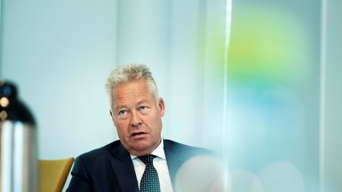 Helge Leiro Baastad er konsernsjef i Gjensidige Forsikring. Selskapet hadde planlagt et utbytte på 7,25 kroner per aksje, som nå revurderes.