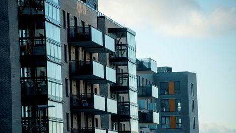 Tross pandemi og økonomisk sjokk har boligprisene enn så lenge sett ut til å bry seg fint lite om korona. Avbildet er leiligheter i Nydalen i Oslo.