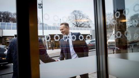 Konsernsjef Jan Erik Kjerpeseth i Sparebanken Vest sier utbyttenivået foreløpig ligger fast, tross oppfordring fra Finanstilsynet om å kutte i utbetaling til eierne.