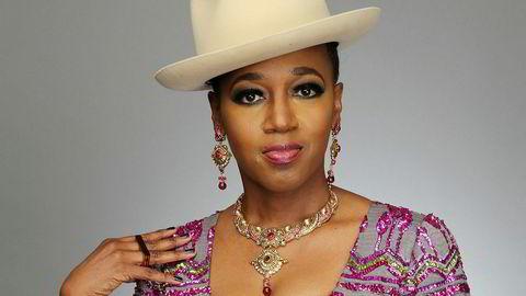 Fengslende r&b-artist. Dionne Farris satt ikke i arresten med Rick Ross, og hun er fortsatt aktiv som sanger, sist hørt på «Pyramids», et album utgitt av The Royal Krunk Jazz Orkestra i august.