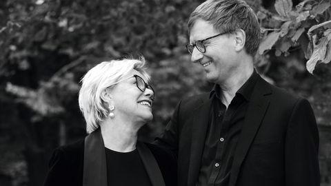 Møt blikket. Fanny Duckert og Øyvind Kvalnes har skrevet om å flørte, og mener man aldri er for gammel til å sende lure blikk og varme smil. – Folk tenker man skal være ung, men flørten blir viktigere jo eldre man blir, sier Duckert.