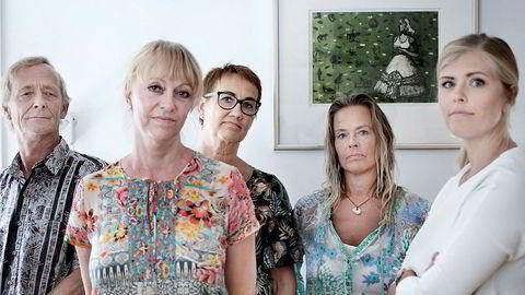 Tantes vilje. Gunnar Bergrem (63) (fra venstre), Yvette Thuille Vaage (58), Marith Synnøve Holmgren Sander (62), Hege Cathrine Bergrem (53) og Caroline Sander Skotvedt (31) ser alle på seg selv som vanlige folk med vanlige jobber. De 35 millionene tanten etterlot seg, ville kunne endre livssituasjonen deres betraktelig.