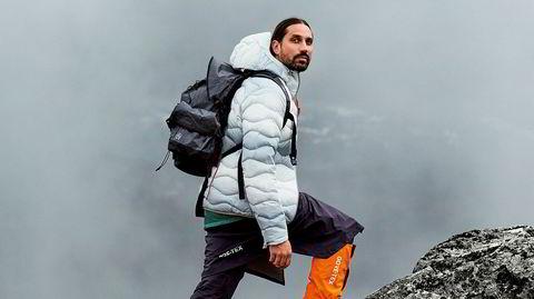 Lett på tur. Kolleksjonen til Ben Gorham (bildet) startet med en 20 mil lang tur på Riksgränsen i Sverige. – Vi prøvde å se ekstra nøye på faktorer som vekt og tilgjengelighet – alle plaggene kan for eksempel pakkes sammen i sin egen lomme, sier han.