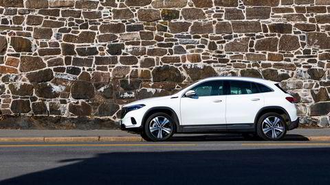 Med en lengde på like under 4,5 meter, føyer Mercedes EQA seg fint inn i en klasse av elektriske småsuver. Her får du i tillegg premiumfølelse for under en halv million kroner.