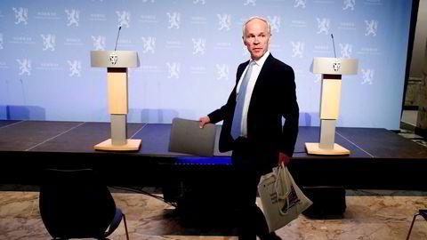 Finansminister Jan Tore Sanner (H) mener det er for risikabelt for Oljefondet å gå inn i selskaper utenfor børs.