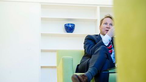 John Sætre var leder for personkundeområdet i Norges nest største bank inntil forrige uke, og ble sagt opp på dagen. Nå saksøker han banken.