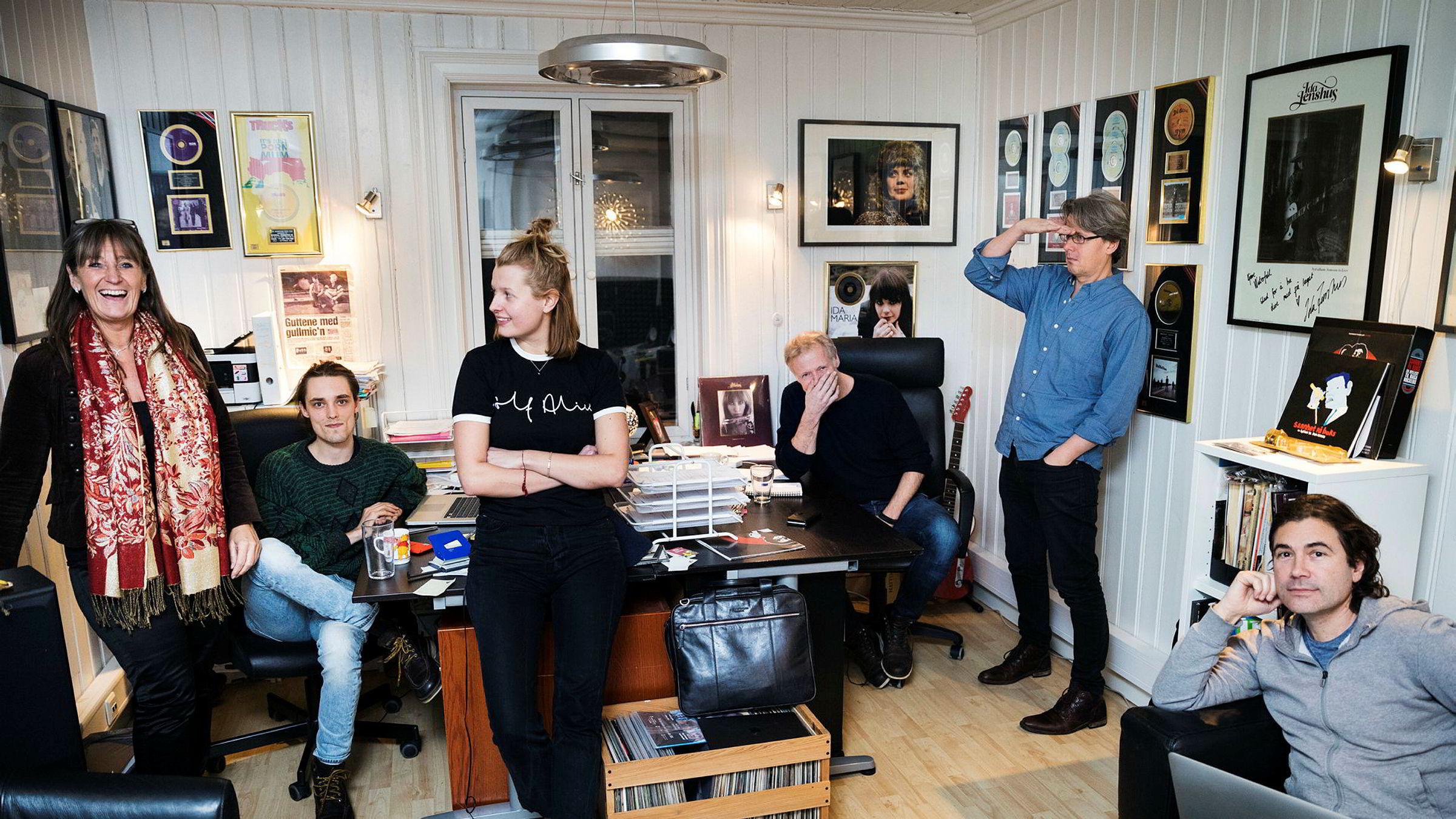 Musikkforlaget Arctic Rights Management består av Kerstin Mangert (ra venstre), Truls Nergaard, Hanna Berg-Nilsen, Kai Robøle, Erik Brataas og Odd Jensen.