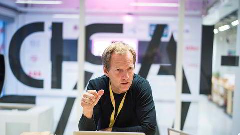 – Jeg frykter at norsk næringsliv trekker seg fra samarbeid med gründere. Det vil være dumt for næringslivet, men også veldig dumt for gründere, sier Rolf Assev i inkubatorselskapet Startuplab.