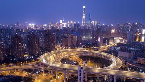 Antall eiendomssalg i store kinesiske byer er mer enn doblet hittil i år sammenlignet med samme periode i 2019. I bakgrunnen er Shanghai, Kinas største by.