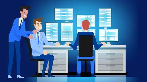 Næringslivets to viktigste strategier, «digitalisere virksomheten» og «satse på ansattes kunnskap», vil jobbe mot hverandre hvis de ikke balanseres nøye, skriver artikkelforfatteren.