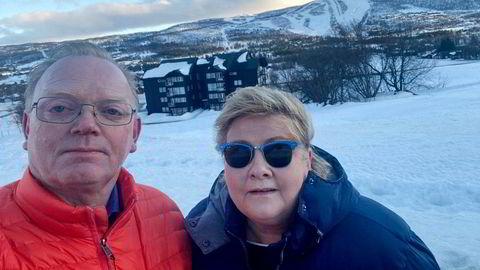 Sindre Finnes og statsminister Erna Solberg på vinterferie på Geilo.