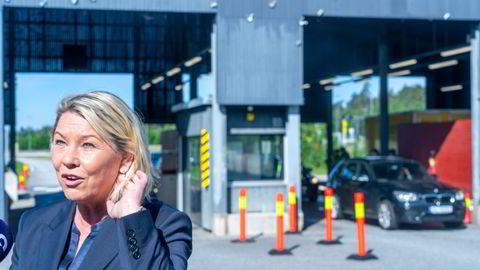 Siden justis og beredskapsminister Monica Mæland (H) besøkte tollstedet på Svinesund i midten av juni, har trafikken tatt seg betraktelig opp. Foto: Terje Pedersen / NTB