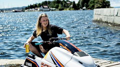 Europamester i vannscooterkjøring, Christine Tybring-Torsk, sier hun ser veldig mye rar kjøring på sjøen. Men hun er likevel ikke begeistret for forslaget om et eget sertifikat for å kjøre fort.