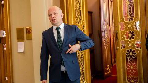 Sp-leder Trygve Slagsvold Vedum angriper ansettelsen av en Venstre-statssekretær med bakgrunn fra First House
